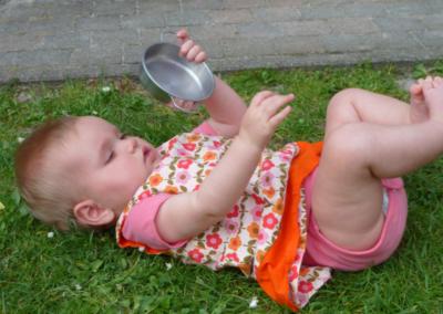 Nikibel kinderopvang spelen in de tuin
