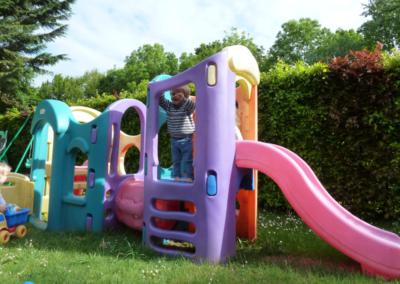 Nikibel kinderopvang spelen in de tuin kasteel