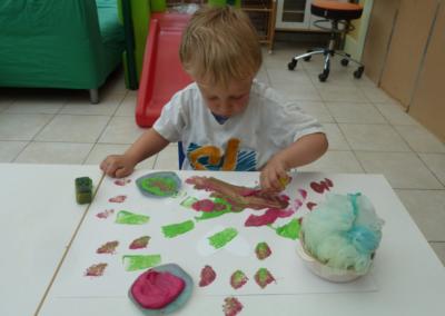Nikibel kinderopvang werken met verf